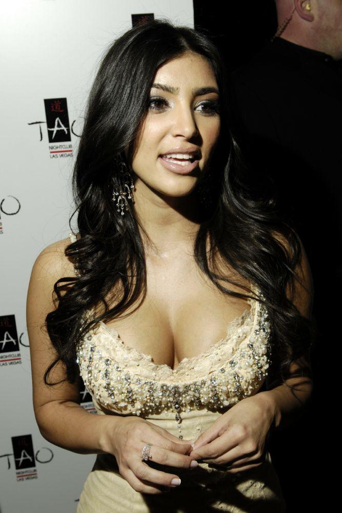 kim kardashian sex tape 008 Posted on: November 3, 2010 By: Celebrity Upskirt Voyeur