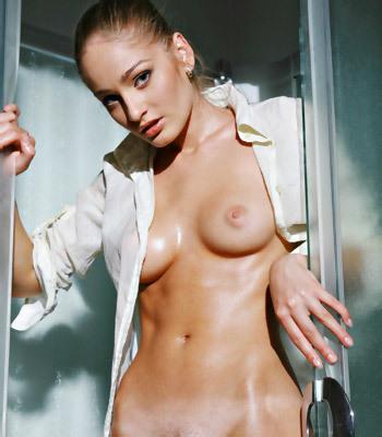 голые девки в душе фото
