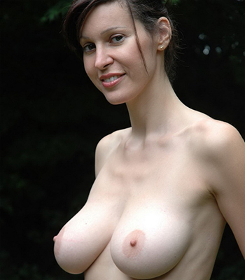 hot chicks boobs naked